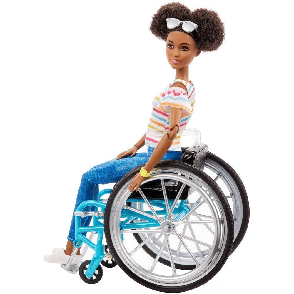 Barbie Fashionistas Doll #133 Brunette with Rolling Wheelchair and Ramp Deal